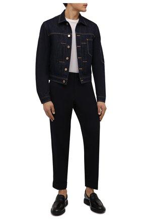 Мужская джинсовая куртка VERSACE темно-синего цвета, арт. 1001755/1A01437   Фото 2 (Длина (верхняя одежда): Короткие; Материал внешний: Хлопок; Рукава: Длинные; Кросс-КТ: Куртка, Деним; Стили: Кэжуэл)