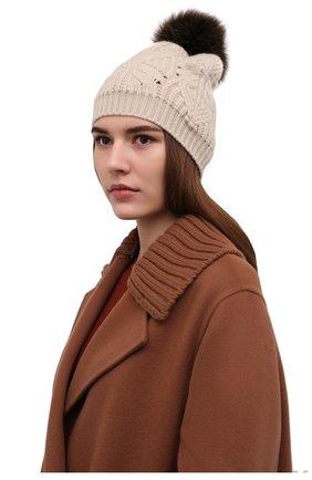 Женская кашемировая шапка LORO PIANA бежевого цвета, арт. FAM0243   Фото 2 (Материал: Кашемир, Шерсть)