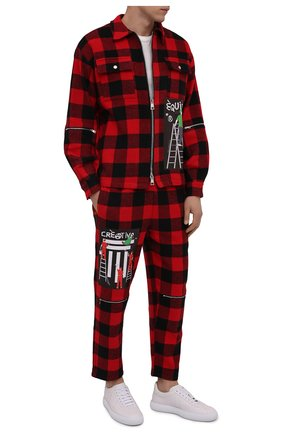 Мужские брюки DIEGO VENTURINO красного цвета, арт. FW21-DV PNT FZ-REDECF   Фото 2 (Длина (брюки, джинсы): Укороченные; Материал внешний: Синтетический материал; Случай: Повседневный; Стили: Гранж)