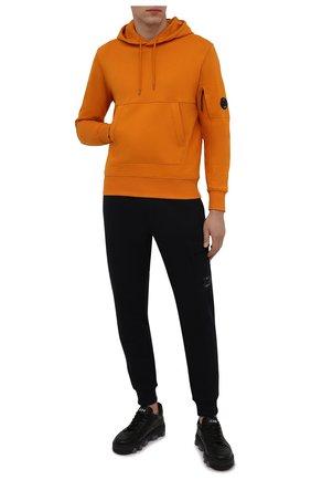 Мужской хлопковое худи C.P. COMPANY оранжевого цвета, арт. 11CMSS056A-005086W | Фото 2 (Материал внешний: Хлопок; Мужское Кросс-КТ: Худи-одежда; Принт: Без принта; Стили: Спорт-шик; Длина (для топов): Стандартные; Рукава: Длинные)