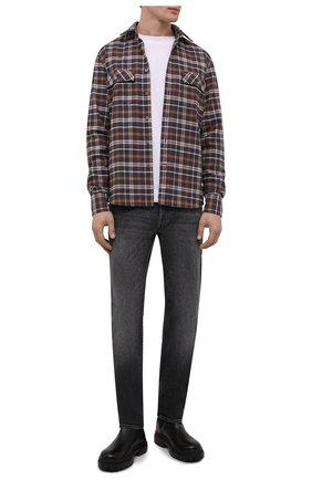 Мужские джинсы 7 FOR ALL MANKIND серого цвета, арт. JSMSA540CG   Фото 2 (Длина (брюки, джинсы): Стандартные; Материал внешний: Хлопок; Кросс-КТ: Деним; Силуэт М (брюки): Прямые; Детали: Потертости; Стили: Кэжуэл)