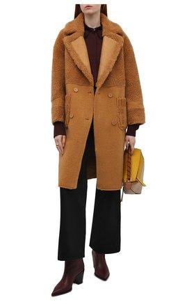 Женская шуба VEGANCODE светло-коричневого цвета, арт. BJ18096   Фото 2 (Материал внешний: Синтетический материал; Длина (верхняя одежда): До колена; Рукава: Длинные; Женское Кросс-КТ: Экомех)