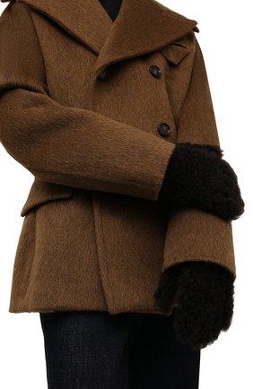 Женские перчатки из овчины BOTTEGA VENETA темно-коричневого цвета, арт. 649949/3V541 | Фото 2 (Материал: Натуральный мех)