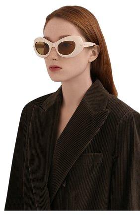 Женские солнцезащитные очки GUCCI кремвого цвета, арт. 663785/J0740 | Фото 2 (Тип очков: С/з; Очки форма: Cat-eye)