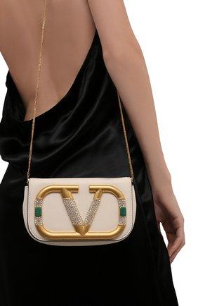 Женская сумка supervee mini VALENTINO кремвого цвета, арт. WW0P0W76/CCU   Фото 2 (Ремень/цепочка: На ремешке; Размер: mini; Материал: Натуральная кожа; Женское Кросс-КТ: Вечерняя сумка; Сумки-технические: Сумки через плечо)