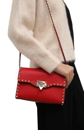 Женская сумка rockstud medium VALENTINO красного цвета, арт. WW0B0181/VSF   Фото 2 (Материал: Натуральная кожа; Размер: medium; Сумки-технические: Сумки через плечо; Ремень/цепочка: На ремешке)