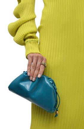 Женский клатч pouch mini BOTTEGA VENETA бирюзового цвета, арт. 680186/V1C30   Фото 2 (Материал: Натуральная кожа; Ремень/цепочка: На ремешке; Размер: mini; Женское Кросс-КТ: Вечерняя сумка; Сумки-технические: Сумки через плечо)
