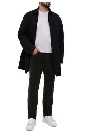 Мужские хлопковые брюки HILTL темно-зеленого цвета, арт. PARKER/74818/60-70 | Фото 2 (Материал внешний: Хлопок; Длина (брюки, джинсы): Стандартные; Случай: Повседневный; Стили: Кэжуэл; Силуэт М (брюки): Чиносы; Big sizes: Big Sizes)