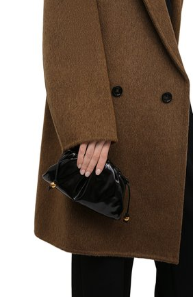 Женский клатч pouch mini BOTTEGA VENETA черного цвета, арт. 680186/V1C30   Фото 2 (Материал: Натуральная кожа; Женское Кросс-КТ: Клатч-клатчи; Ремень/цепочка: На ремешке; Размер: mini)