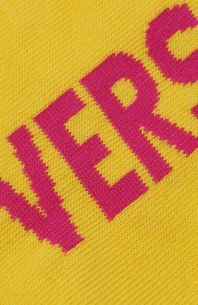 Женские хлопковые носки VERSACE желтого цвета, арт. ICZD002/IK0104 | Фото 2 (Материал внешний: Хлопок)