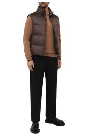 Мужской пуховый жилет BRIONI бежевого цвета, арт. SUP40L/P0907   Фото 2 (Материал подклада: Синтетический материал; Материал утеплителя: Пух и перо; Длина (верхняя одежда): Короткие; Материал внешний: Синтетический материал; Кросс-КТ: Куртка, Пуховик; Стили: Кэжуэл)