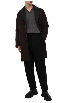 Мужской шерстяной пуловер BRIONI темно-серого цвета, арт. UMQ70L/0ZK28   Фото 2 (Материал внешний: Шерсть; Мужское Кросс-КТ: Пуловеры; Вырез: V-образный; Рукава: Длинные; Принт: Без принта; Стили: Кэжуэл; Длина (для топов): Стандартные)