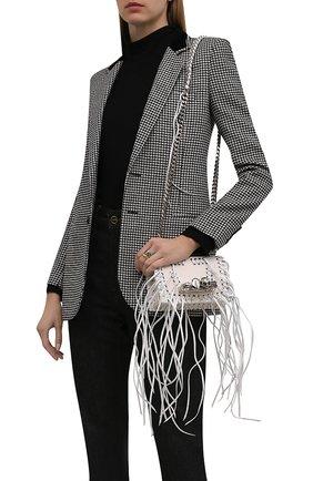 Женская сумка knuckle mini ALEXANDER MCQUEEN кремвого цвета, арт. 653134/1BLAR | Фото 2 (Ремень/цепочка: На ремешке; Материал: Натуральная кожа; Размер: mini; Сумки-технические: Сумки через плечо)