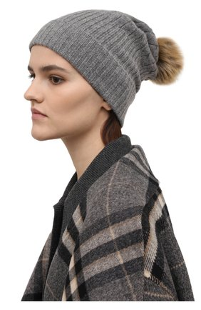 Женская кашемировая шапка POLO RALPH LAUREN серого цвета, арт. 455858421   Фото 2 (Материал: Шерсть, Кашемир)