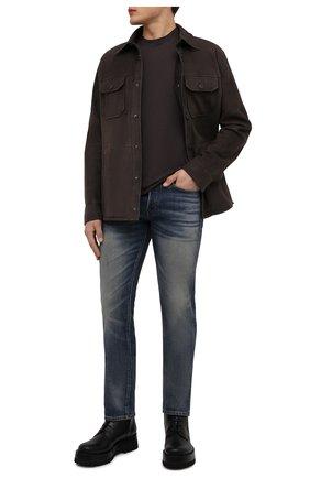 Мужские джинсы TOM FORD синего цвета, арт. BYJ31/TFD002   Фото 2 (Материал внешний: Хлопок; Кросс-КТ: Деним; Детали: Потертости; Стили: Кэжуэл; Силуэт М (брюки): Прямые; Длина (брюки, джинсы): Стандартные)