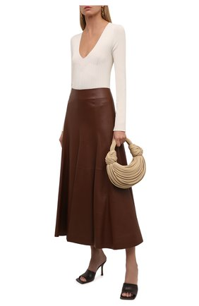 Женская кожаная юбка CHLOÉ коричневого цвета, арт. CHC21WCJ07218   Фото 2 (Длина Ж (юбки, платья, шорты): Миди; Материал подклада: Шелк; Стили: Гламурный; Женское Кросс-КТ: Юбка-одежда)