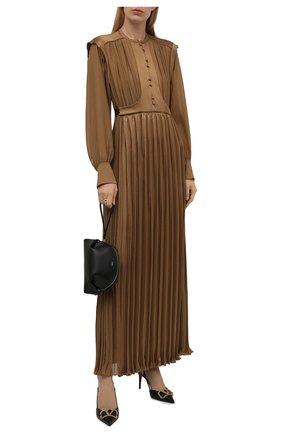Женское шелковое платье CHLOÉ коричневого цвета, арт. CHC21WR030003   Фото 2 (Материал внешний: Шелк; Материал подклада: Шелк; Женское Кросс-КТ: Платье-одежда; Длина Ж (юбки, платья, шорты): Макси; Рукава: Длинные; Случай: Вечерний; Стили: Романтичный)
