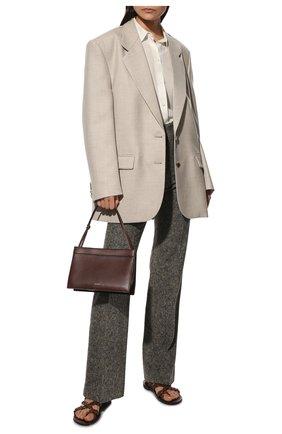 Женские брюки из шерсти и шелка CHLOÉ темно-серого цвета, арт. CHC21WPA12065   Фото 2 (Материал подклада: Хлопок; Материал внешний: Шерсть, Шелк; Длина (брюки, джинсы): Удлиненные; Стили: Гламурный; Женское Кросс-КТ: Брюки-одежда; Силуэт Ж (брюки и джинсы): Расклешенные)