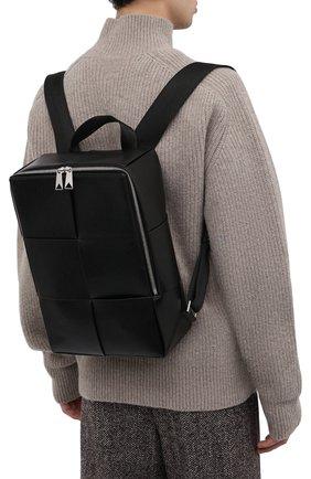 Мужской кожаный рюкзак arco BOTTEGA VENETA темно-зеленого цвета, арт. 680092/VB1K1 | Фото 2 (Материал: Натуральная кожа; Ремень/цепочка: На ремешке)