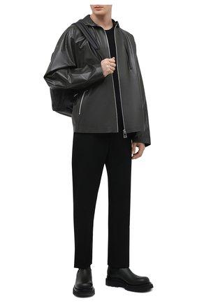 Мужская кожаная куртка BOTTEGA VENETA темно-зеленого цвета, арт. 679670/V1CY0 | Фото 2 (Рукава: Длинные; Длина (верхняя одежда): Короткие; Кросс-КТ: Куртка; Мужское Кросс-КТ: Кожа и замша; Стили: Минимализм)