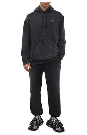 Мужской хлопковое худи BALENCIAGA темно-серого цвета, арт. 600583/TLVA1   Фото 2 (Материал внешний: Хлопок; Рукава: Длинные; Длина (для топов): Стандартные; Мужское Кросс-КТ: Худи-одежда; Принт: Без принта; Стили: Спорт-шик)