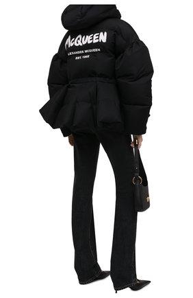Женский утепленная куртка ALEXANDER MCQUEEN черного цвета, арт. 672915/QZAD1 | Фото 2 (Материал подклада: Синтетический материал; Материал внешний: Синтетический материал; Кросс-КТ: Пуховик; Длина (верхняя одежда): Короткие; Рукава: Длинные; Стили: Спорт-шик)