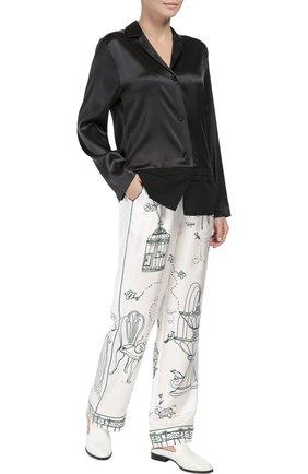 Шелковые брюки в пижамном стиле с контрастным принтом Dolce & Gabbana белые | Фото №2