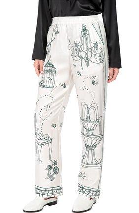 Шелковые брюки в пижамном стиле с контрастным принтом Dolce & Gabbana белые | Фото №3