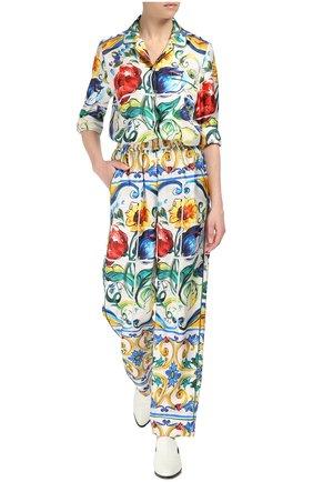 Шелковые брюки в пижамном стиле с ярким принтом | Фото №2