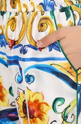 Шелковые брюки в пижамном стиле с ярким принтом | Фото №5