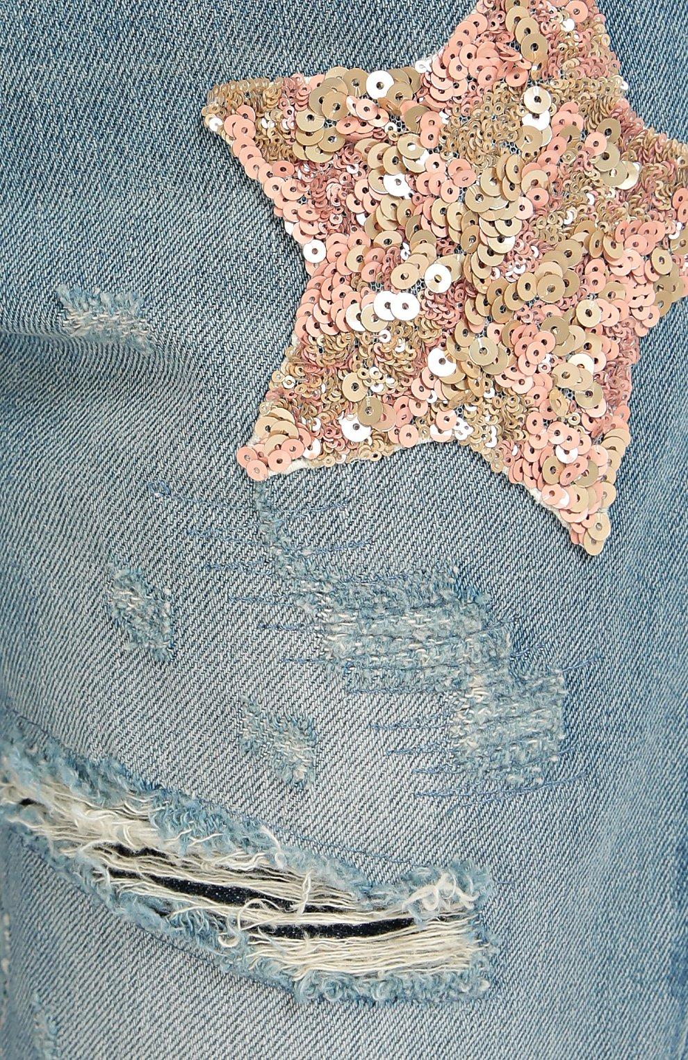 Джинсы прямого кроя с потертостями и декоративной вышивкой | Фото №5