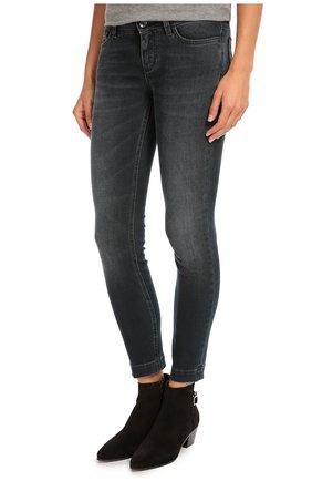 Укороченные джинсы скинни с потертостями Dolce & Gabbana синие | Фото №3