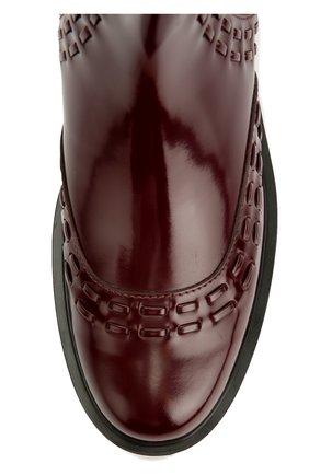 Лаковые ботинки с декором Tod's бордовые | Фото №5