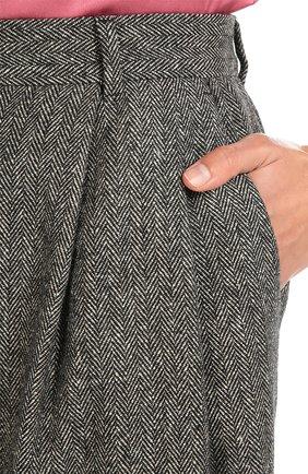 Укороченные брюки-бананы с карманами | Фото №5