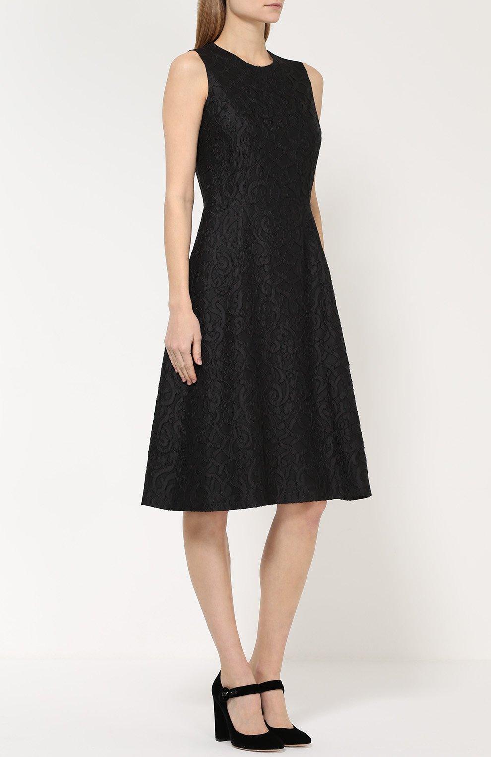 Кружевное приталенное платье без рукавов | Фото №3
