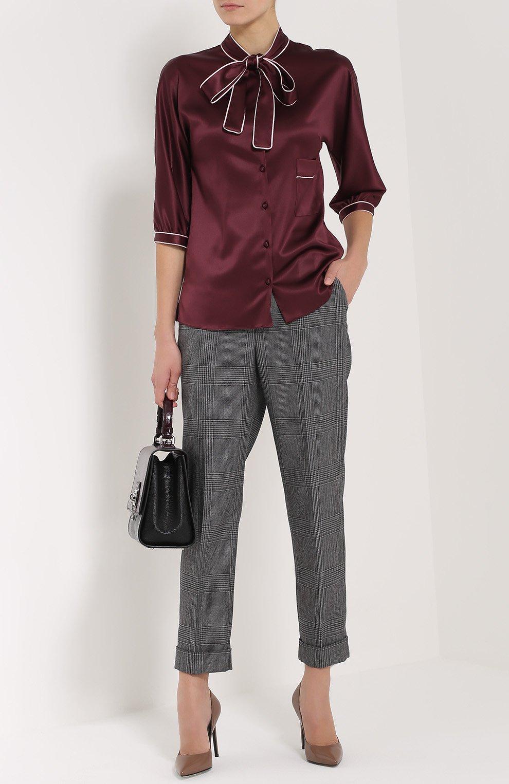 Шелковая блуза с контрастной отделкой и воротником аскот | Фото №2