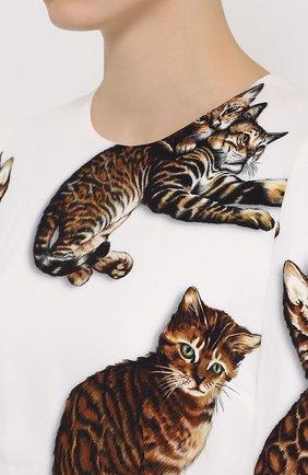 Приталенное платье-макси с принтом в виде кошек Dolce & Gabbana белое | Фото №5