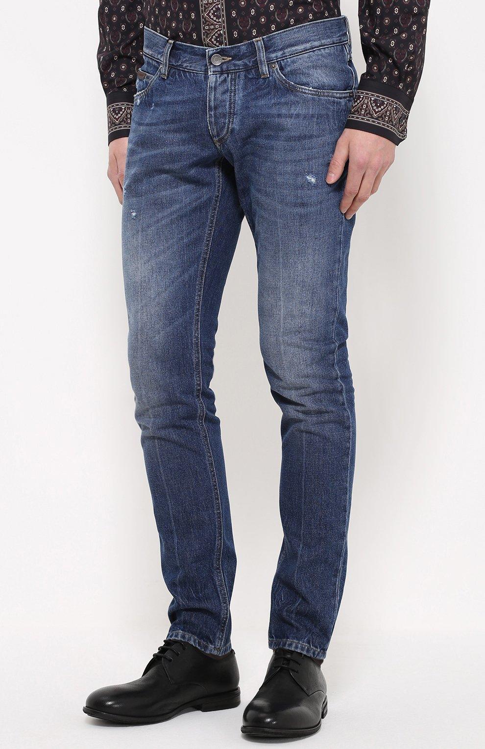 Зауженные джинсы с потертостями | Фото №3