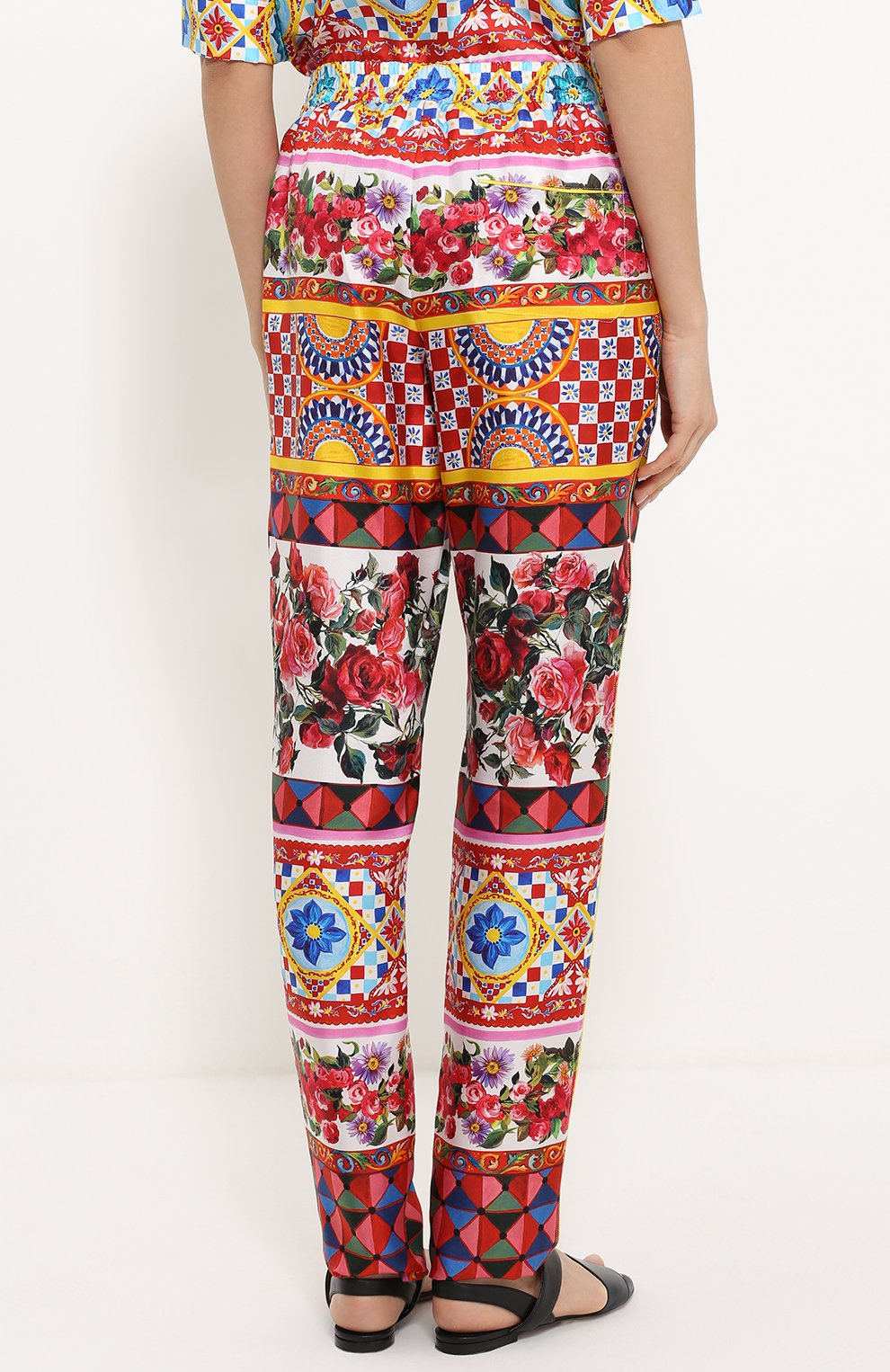 Шелковые брюки-бананы с ярким принтом Dolce & Gabbana разноцветные   Фото №4