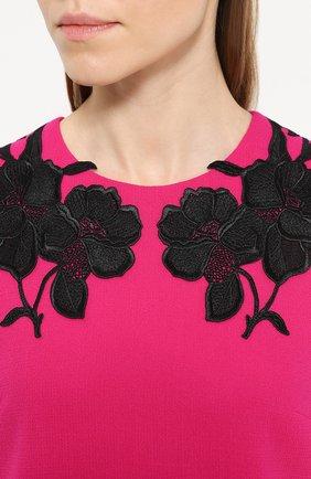 Мини-платье прямого кроя с контрастной цветочной отделкой Dolce & Gabbana фуксия | Фото №5