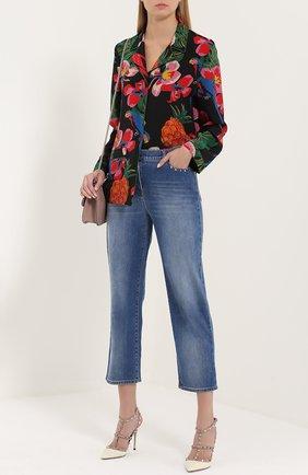 Женские укороченные расклешенные джинсы с шипами VALENTINO голубого цвета, арт. MB3DD03G/2PY | Фото 2