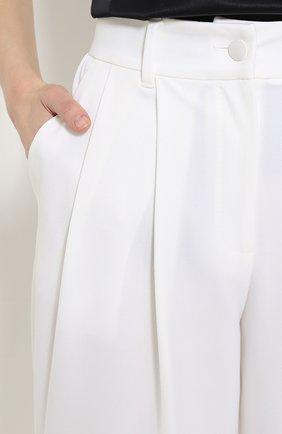 Укороченные брюки-бананы с защипами Dolce & Gabbana белые   Фото №5