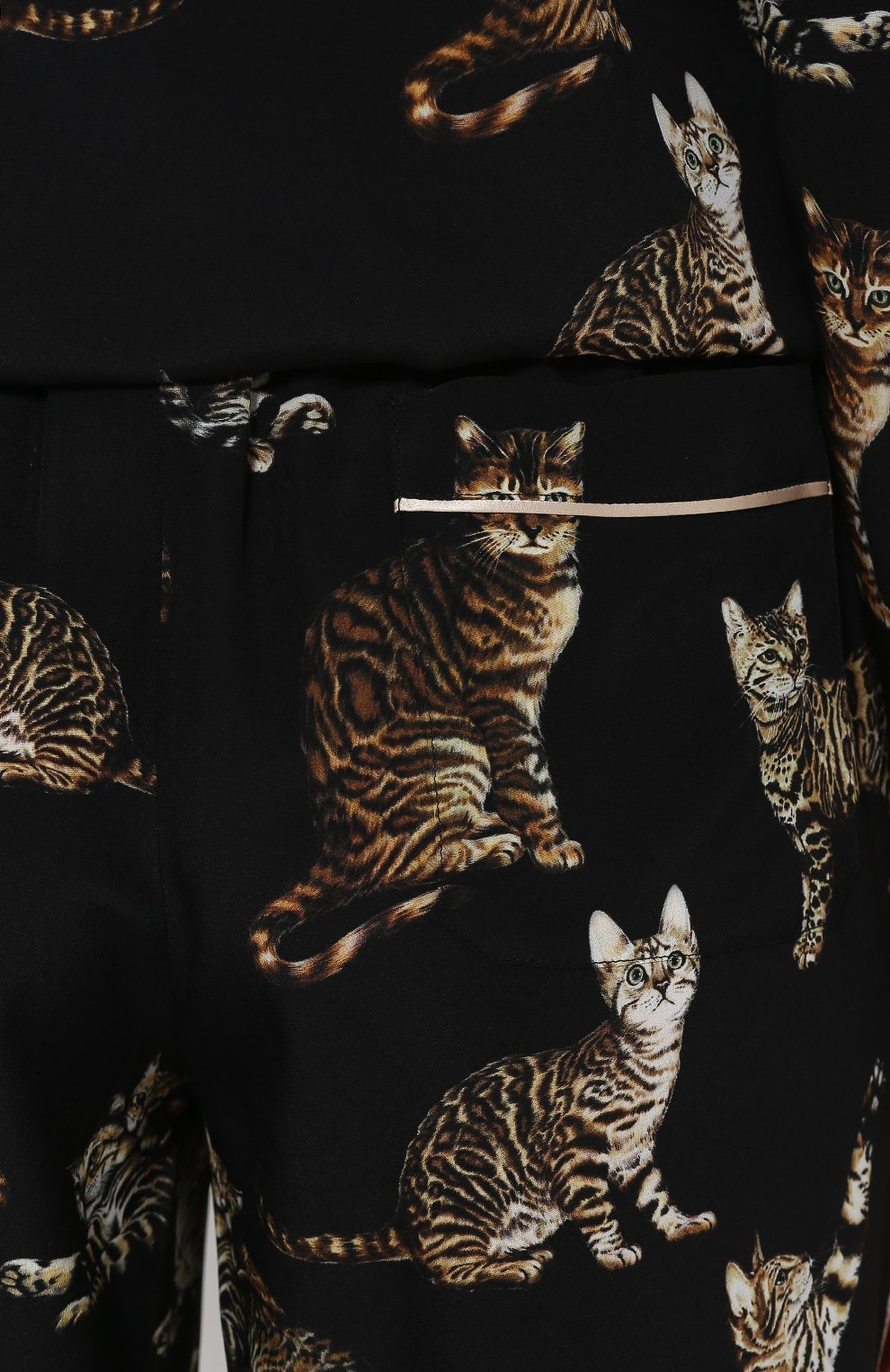 Шелковые брюки в пижамном стиле с принтом в виде кошек Dolce & Gabbana черные | Фото №5