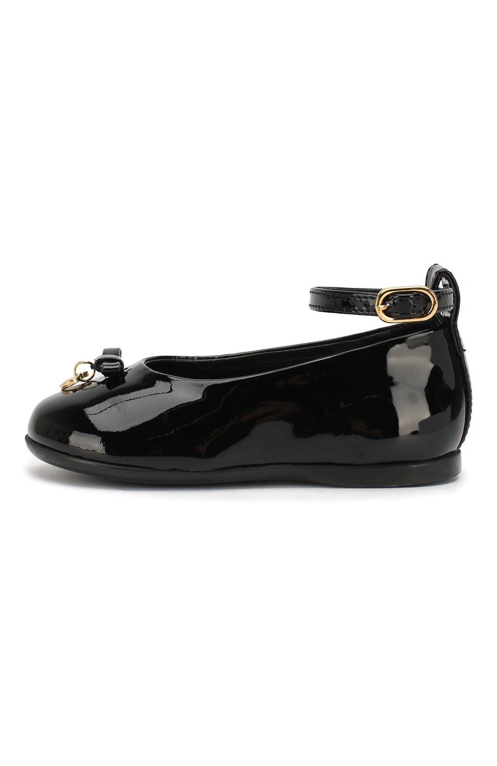 Детские лаковые туфли с бантом и подвеской Dolce & Gabbana черного цвета | Фото №2