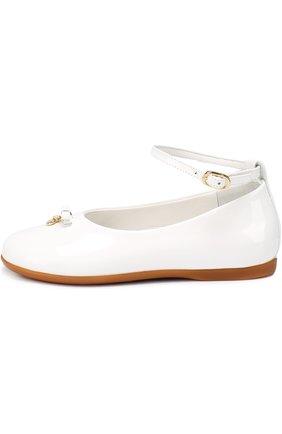 Детские лаковые туфли с бантом и подвеской Dolce & Gabbana белого цвета | Фото №2