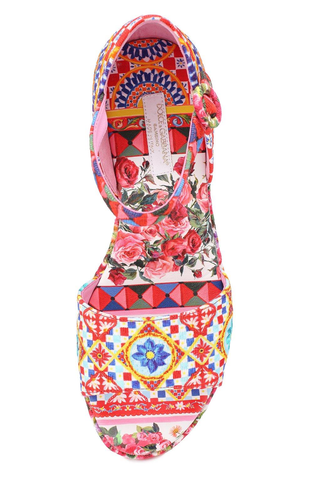 Детские босоножки с принтом на танкетке Dolce & Gabbana разноцветного цвета   Фото №4