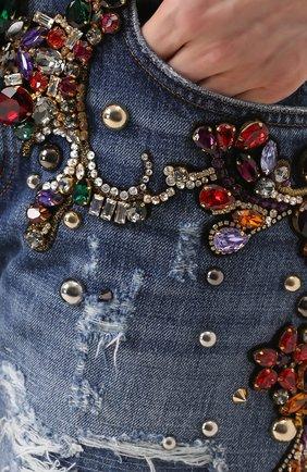 Джинсы прямого кроя с декоративной отделкой и потертостями Dolce & Gabbana голубые | Фото №5