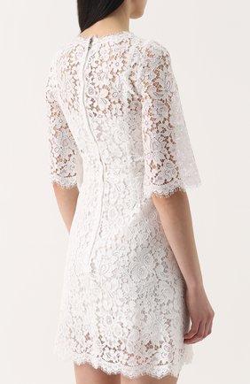 Кружевное мини-платье с контрастной отделкой | Фото №4