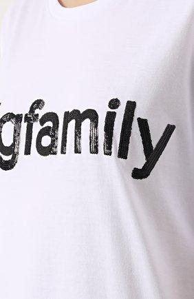 Хлопковая футболка прямого кроя с контрастной вышивкой пайетками   Фото №5