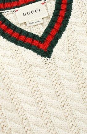 Детский хлопковый пуловер с контрастными манжетами и воротником GUCCI белого цвета, арт. 455050/X3F24   Фото 3